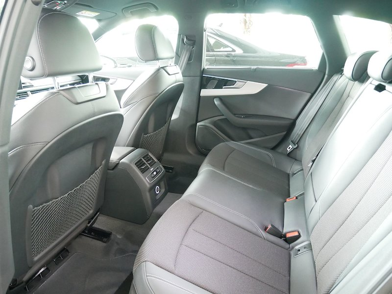 Audi A4 Avant 35 TDI S line S tronic - NOVI MODEL10