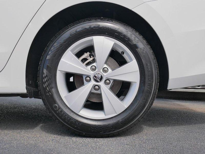 Škoda Octavia Combi 1.5 TSI Ambition - NOVI MODEL7