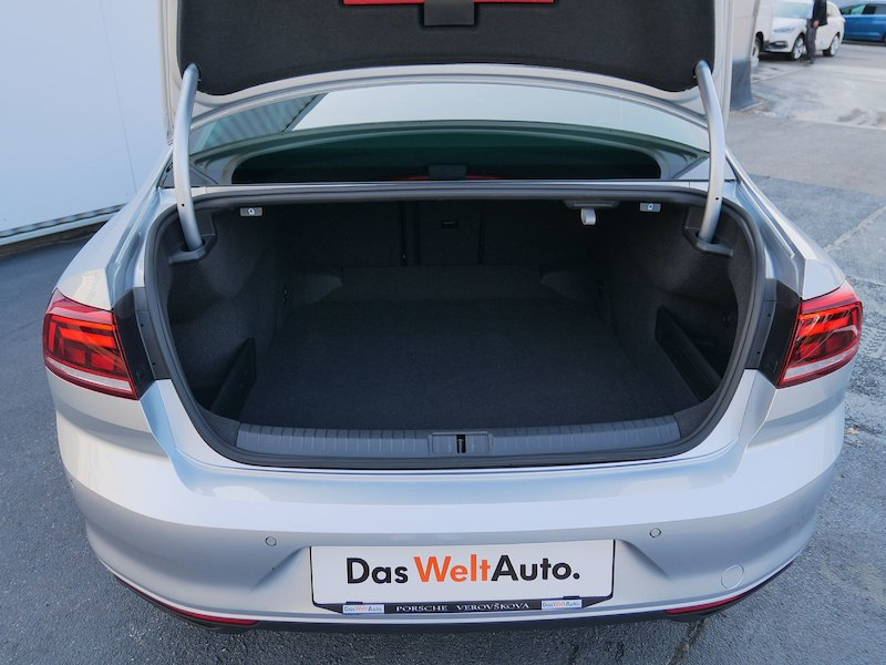Volkswagen Passat 2.0 TDI BMT SCR Business - NOVI MODEL - SLO10