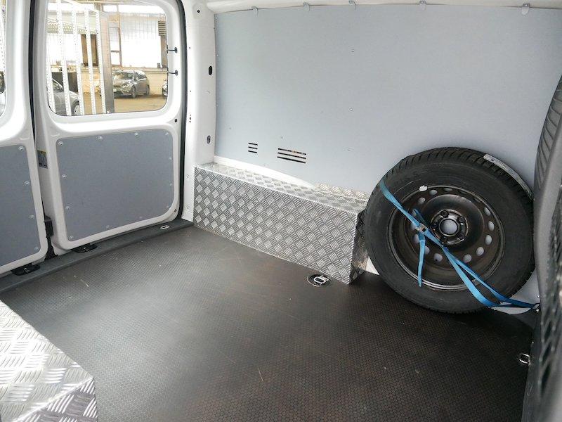 Volkswagen Caddy 2.0 TDI 4motion - SLOVENSKO VOZILO11