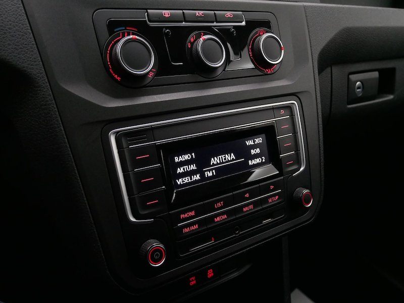 Volkswagen Caddy 2.0 TDI 4motion - SLOVENSKO VOZILO15