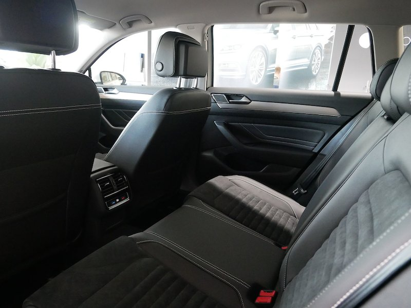 Volkswagen Passat Variant 2.0 TDI BMT SCR Elegance DSG - FACELIFT10
