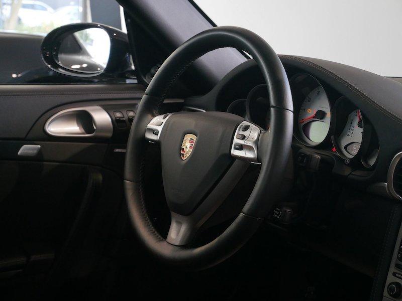 Porsche 911 Targa 4S Coupe11