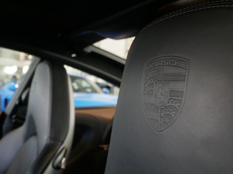 Porsche 911 Targa 4S Coupe13