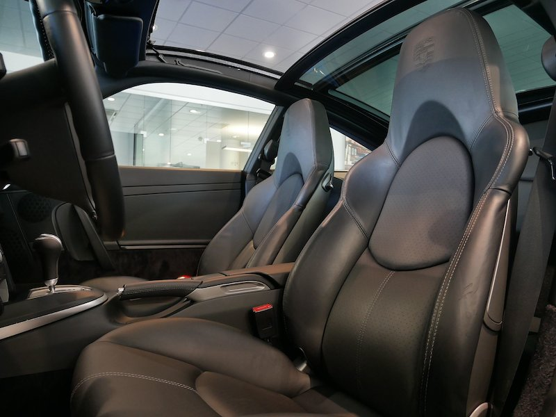 Porsche 911 Targa 4S Coupe9