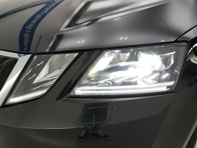 Škoda Octavia Combi 4x4 2.0 TDI Ambition19