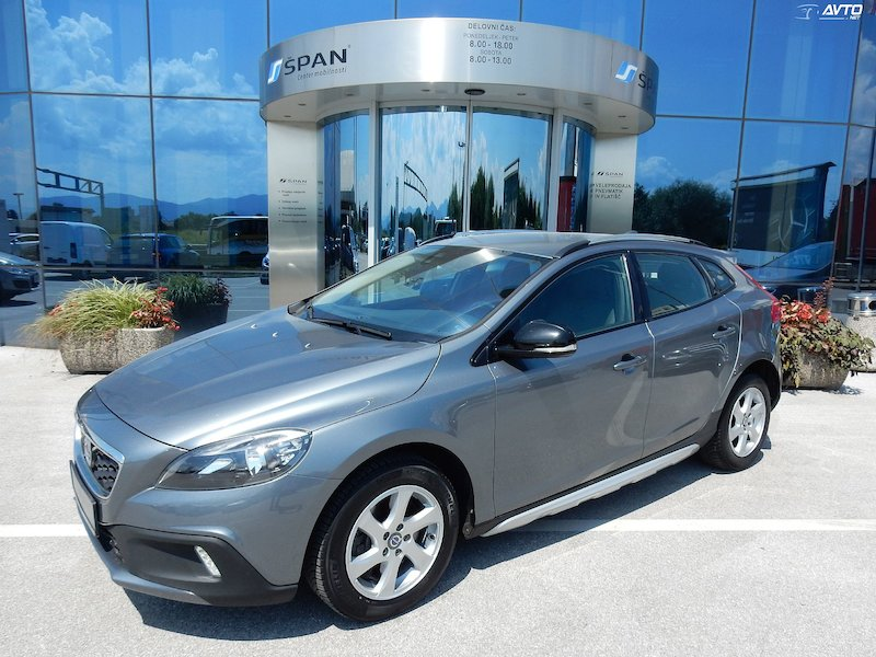 Volvo V40 Cross Country D3 Momentum +NAVI. LED ŠTEVEC ITD